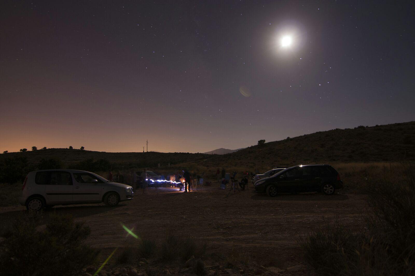 Los Amigos de la Astronomía reúnen a más de 100 personas para observar las Perseidas.
