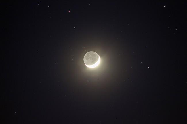 Luz cenicienta de la Luna